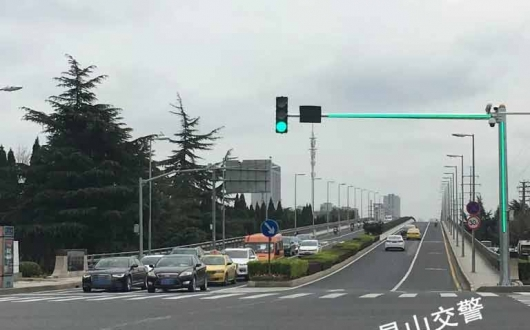 带LED提示的智慧型交通信号灯杆
